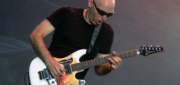 Joe Satriani Super Colossal
